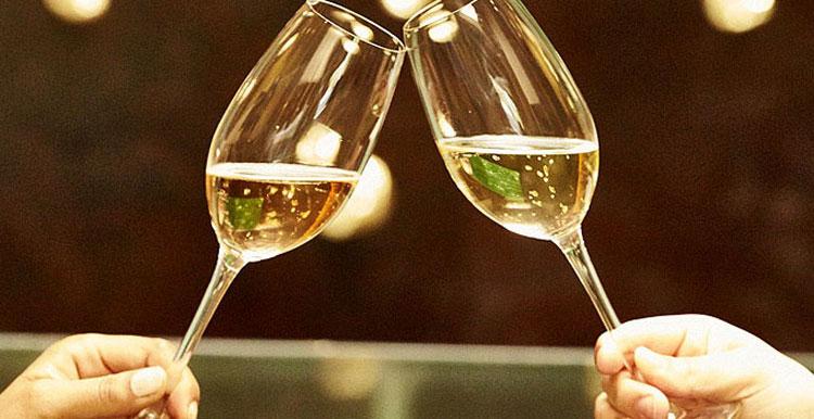 สปาร์คกลิ้งไวน์ ยี่ห้อไหนดี รสชาติแจ่ม จิบแบบสบายกระเป๋า!